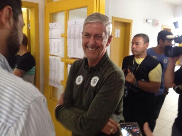 Murilo Flores (PSB) votou em Florianópolis neste domingo (Foto: Alisson Francisco/RBS TV )