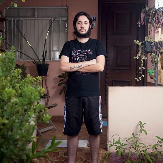 Nicolas Franco,20 anos.Nunca conseguiu recursos extras na escola pública (Foto: Rogério Cassimiro/ÉPOCA)