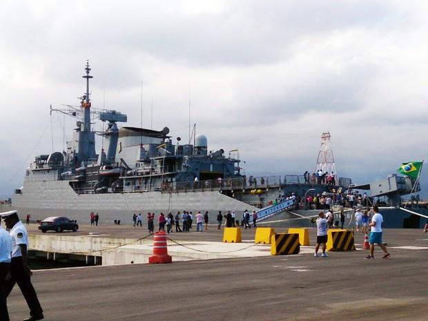 Navios de guerra e submarino ficam abertos ao público em Santos, SP (Foto: Orion Pires/G1)