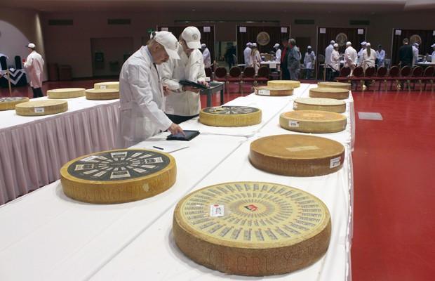 Campeonato Mundial de Queijo reuniu mais de 2.600 produtos vindos de 22 países ao redor do mundo (Foto: Carrie Antlfinger/AP)