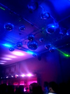 Boate Broadway receberá djs de fora e contará com robôs com luz e lasers (Foto: Halex Frederic/G1)
