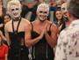 Bruno Gissoni rebola de lingerie com grupo teatral, no 'Altas Horas'