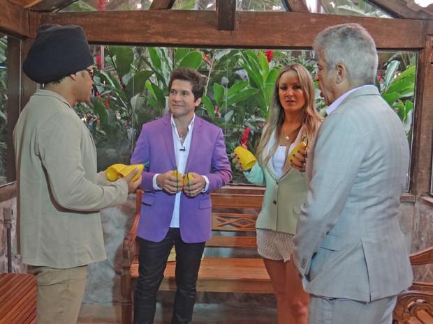 Técnicos do The Vocie improvisam uma bagunça nos bastidores do programa (Foto: Mais Você / TV Globo)