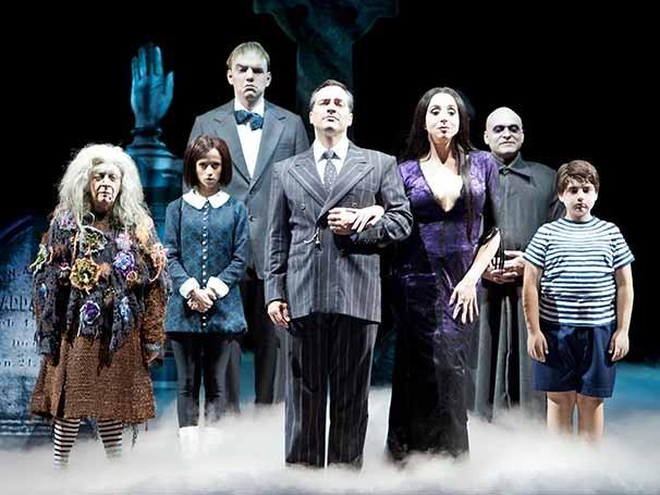 Elenco da versão brasileira do espetáculo 'A Família Addams' (Foto: João Caldas)