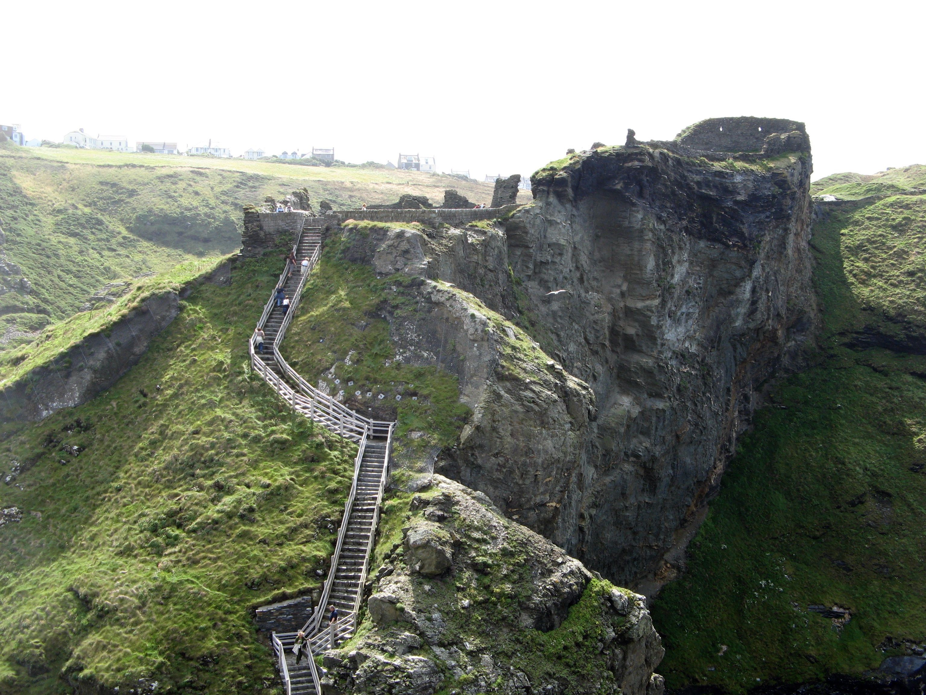 Ruínas de Tintagel, local onde Arthur teria vivido (Foto: Wikimedia/Rawac)