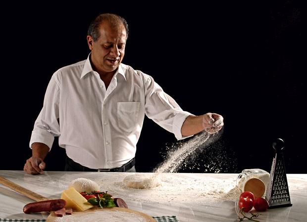 """Preparar pizzas era só um hobby de Augusto Jr.  Sua """"arte"""" ajudou a prolongar a vida do pai (Foto: J.C. Buldrini)"""