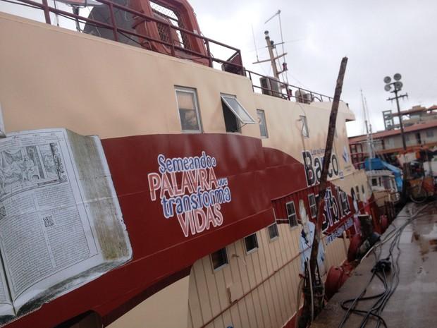 'Barco da Bíblia' está ancorado na Rampa do Santa Inês (Foto: Cassio Albuquerque/G1)