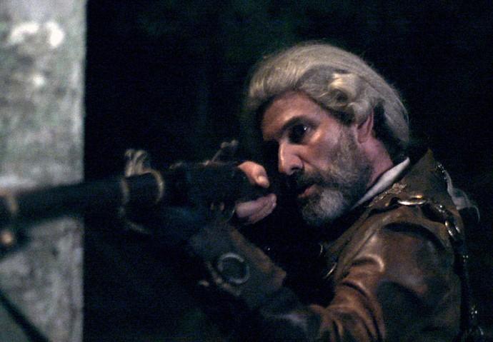 Mão de Luva aponta arma para atirar em Rubião enquanto ele cavalgas (Foto: TV Globo)