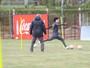 Treino do Inter tem trabalhos físicos e primeiros chutes de Valdívia