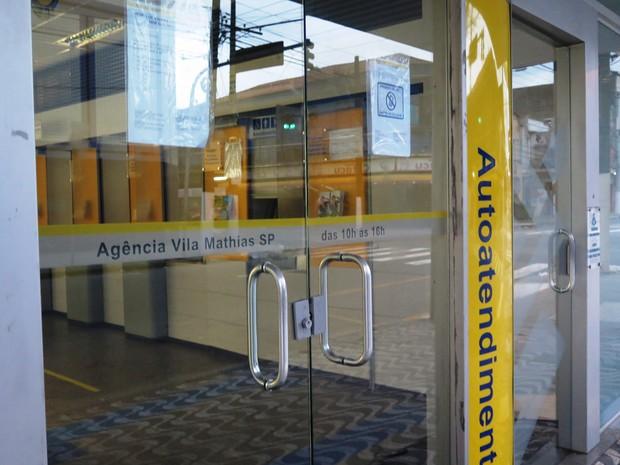 Agência fica na Vila Mathias, em Santos (Foto: Luna Oliva / G1)