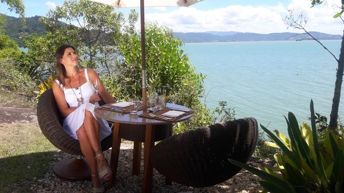 Camille Reis mostra jantar particular em ilha (Foto: Mistura/RBS TV)