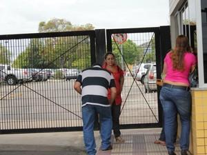 Atrasados culparam transporte coletivo e confusão no horário na prova da OAB (Foto: Marcos Dantas/G1)