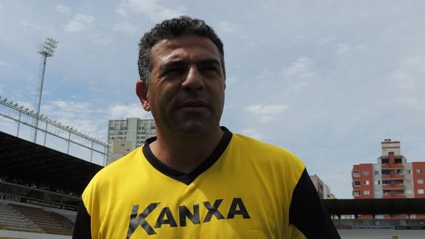 Luizinho Vieira técnico  time júnior Criciúma (Foto: João Lucas Cardoso)