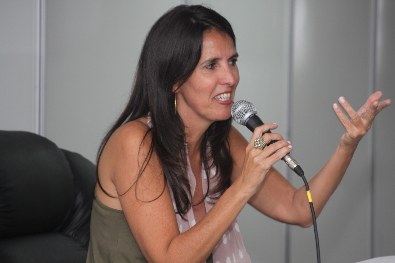 A escritora Martha Medeiros divide a mesa de debates com Veronica Stigger (Foto: Divulgação)
