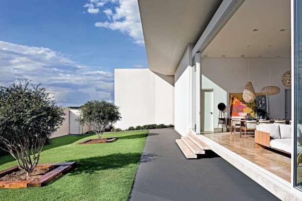 Casa de 495 m² em Quirinópolis, Goiás. Projeto do arquiteto Leo Romano (Foto: Edgard César/Divulgação)