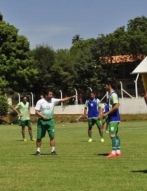 Técnico Gian Rodrigues ainda tem dúvidas sobre escalação no ataque da Caldense (Foto: Lúcia Ribeiro / G1)