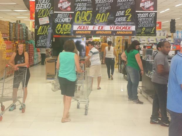 Supermercado na manhã desta sexta-feira (25), Black Friday (Foto: Carol Giantomaso/G1)