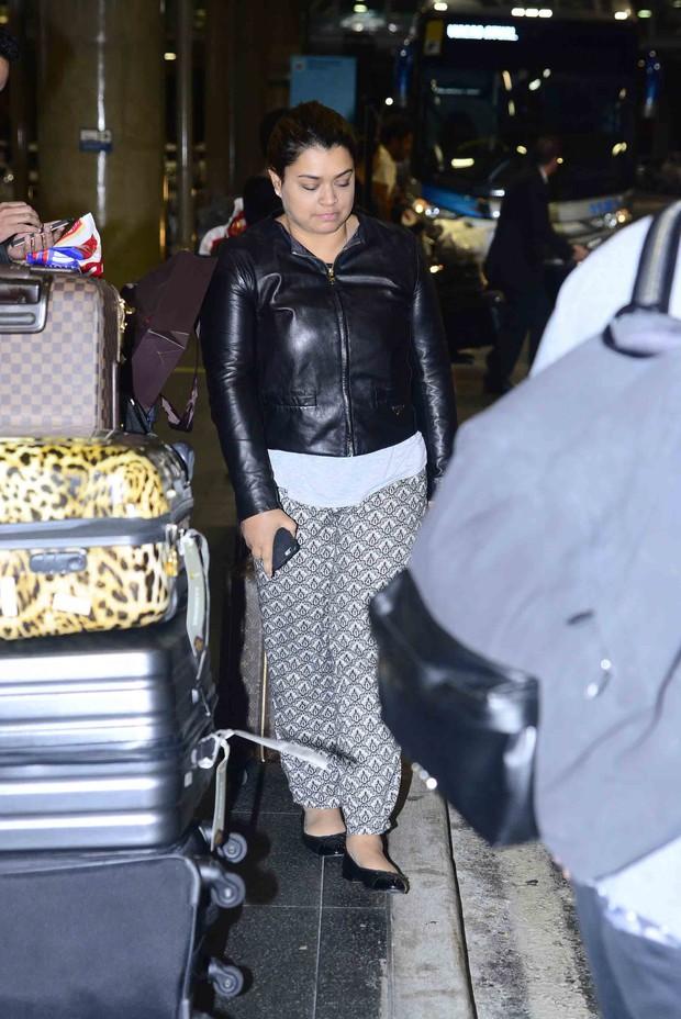 Preta Gil desembarca no aeroporto em retorno de Lua de Mel (Foto: Leo franco / AgNews)