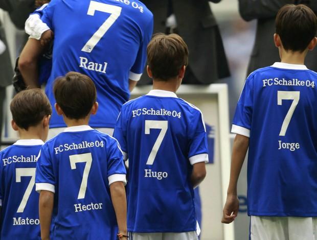 Raúl filhos despedida Schalke (Foto: Reuters)
