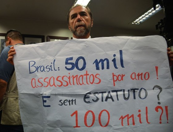 Comissão aprovou mudanças no Estatuto do Desarmamento que reduz a idade de compra de armas de 25 para 21 anos (Foto: Fabio Rodrigues Pozzebom/Agência Brasil)