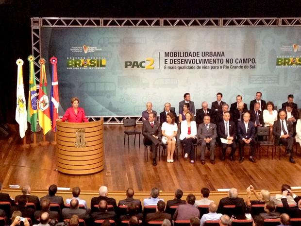 Dilma Rousseff participa de entrega de máquinas a prefeitos, em Caxias do Sul, RS (Foto: Felipe Truda/G1)