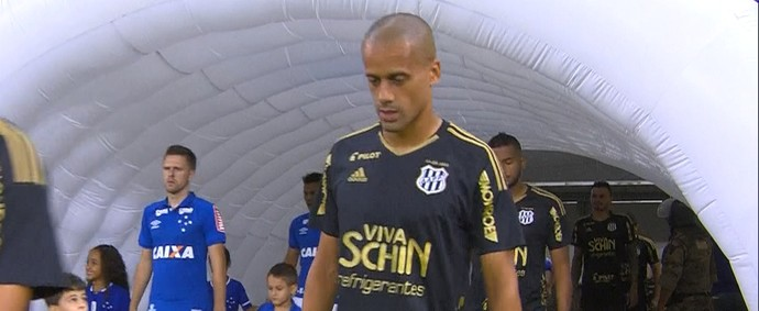 Volante Wendell, da Ponte Preta, é ex-jogador do Cruzeiro (Foto: Reprodução / Premiere)