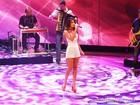 Paula Fernandes solta o vozeirão no palco do Caldeirão