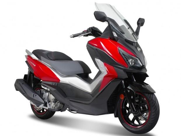 g1 sym prepara novo scooter cruisym para o sal o de col nia not cias em motos. Black Bedroom Furniture Sets. Home Design Ideas