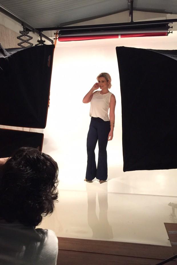 Andressa Urach em ensaio para a sau nova coleção de roupas (Foto: Studiowoody)
