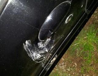 Carro também foi amassado (Foto: Márcio Chagas da Silva/Arquivo Pessoal)