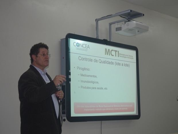 Professor José Mauro Granjero realizou palestra  (Foto: Veriana Ribeiro/G1)