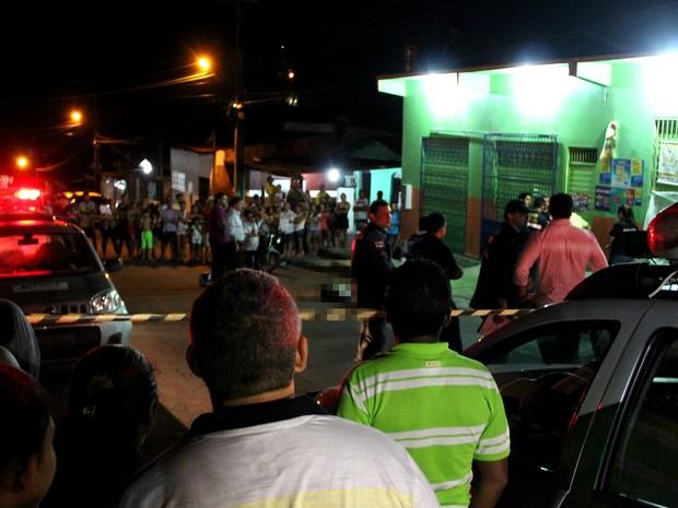 Homicídio ocorreu na noite desta sexta-feira (Foto: Rickardo Marques/G1 AM)