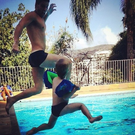Jonatas Faro e o filho Guy (Foto: Reprodução)