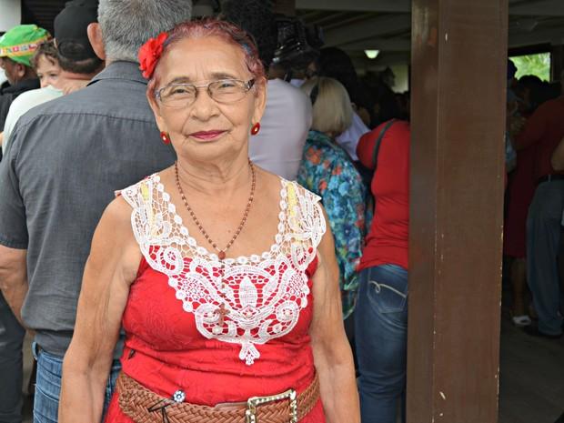 Aos 76 anos, Maria é uma das participantes assíduas do Forró do Senadinho há 15 anos  (Foto: Iryá Rodrigues/G1)