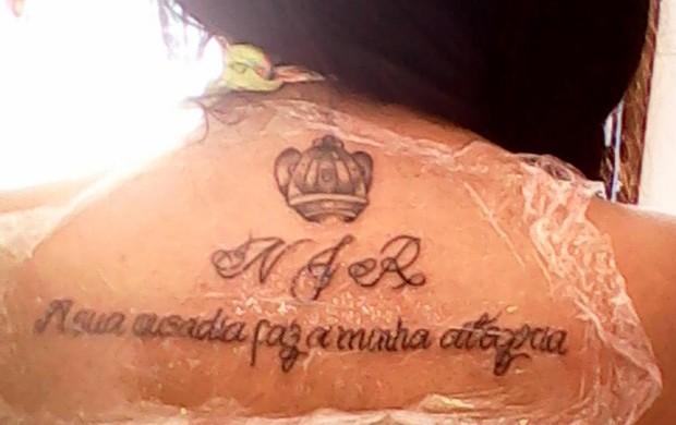 Torcedora faz homenagem a Neymar em tatuagem (Foto: Reprodução / Twitter)