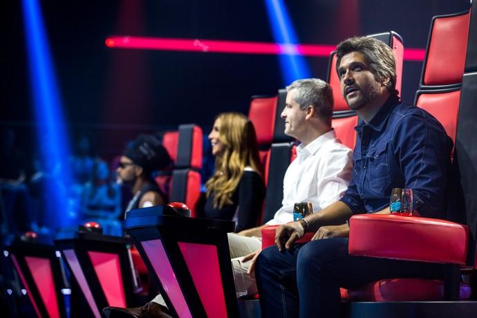 Leo fica surpreso durante uma apresentação no 'The Voice Kids' (Foto: Isabella Pinheiro/Gshow)