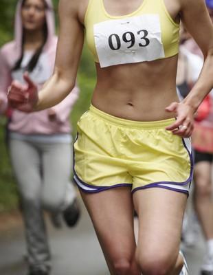 Mulher correndo quadril euatleta (Foto: Getty Images)