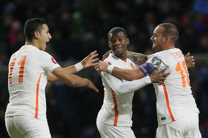 Wijnaldum Sneijder Holanda Cazaquistão (Foto: AFP)