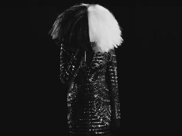 Sia tambm aparece no novo clipe de Kanye (Foto: Reproduo)
