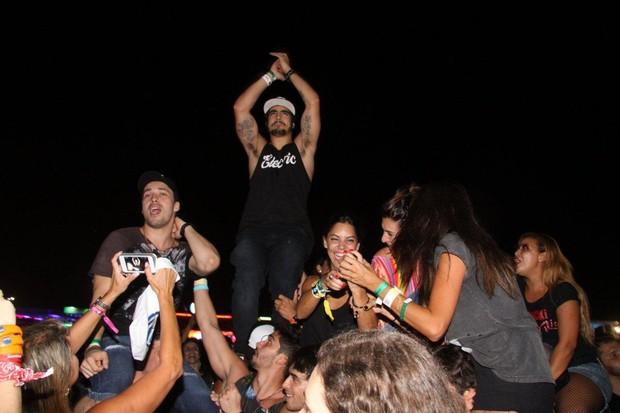 Rodrigo Andrade, Caio Castro e Fernanda Paes Leme (Foto: Felipe Assumpção / AgNews)