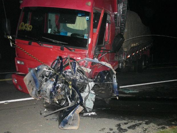 Acidente aconteceu na noite de sábado (6), em Sengés  (Foto: Divulgação / Polícia Rodoviária Estadual )