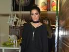 Anitta faz show curto e revolta fãs, que lançam bebida na cantora