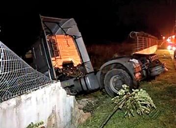 Acidente caminhão JL1  (Foto: Reprodução/TV Liberal)