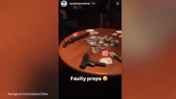 As armas no set no qual morreu o ator australiano Johann Ofner (Foto: Instagram)