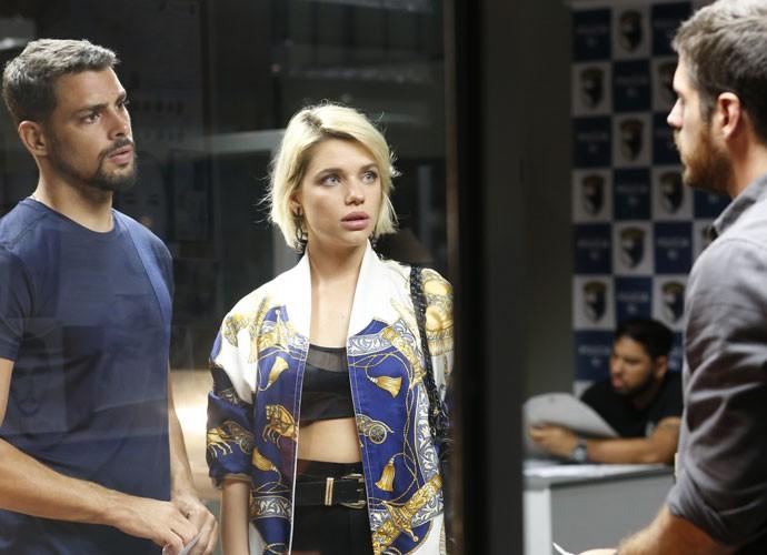 Dante avisa que Tóia quer ver o ex (Foto: Ellen Soares/Gshow)