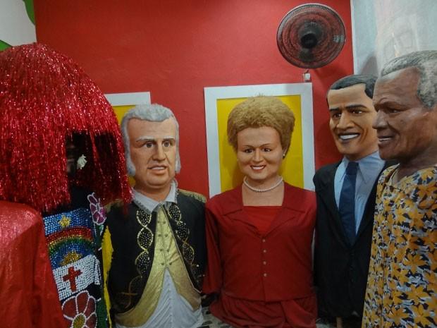 Caboclo de lança, Dom João VI, presidente Dilma Roussef, presidente americano Barack Obama e Nélson Mandela. (Foto: Katherine Coutinho / G1)