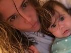 Deborah Secco posa com Maria Flor: 'Cabelos na cara, igual a mamãe'
