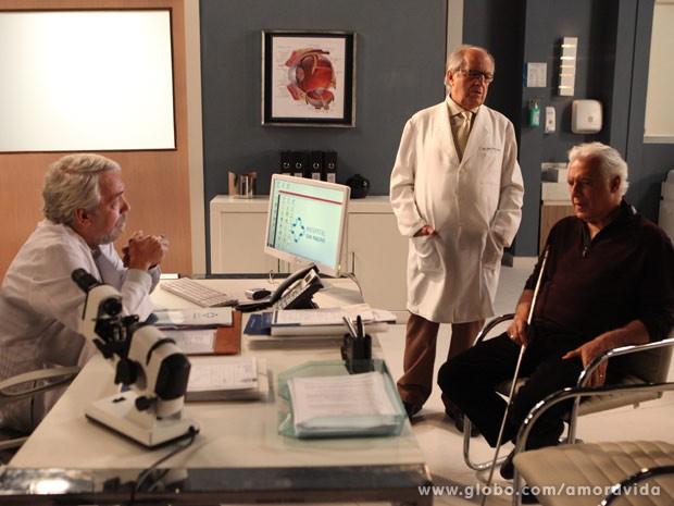 Lutero faz descobre sobre cegueira de César (Foto: Carol Caminha/TV Globo)