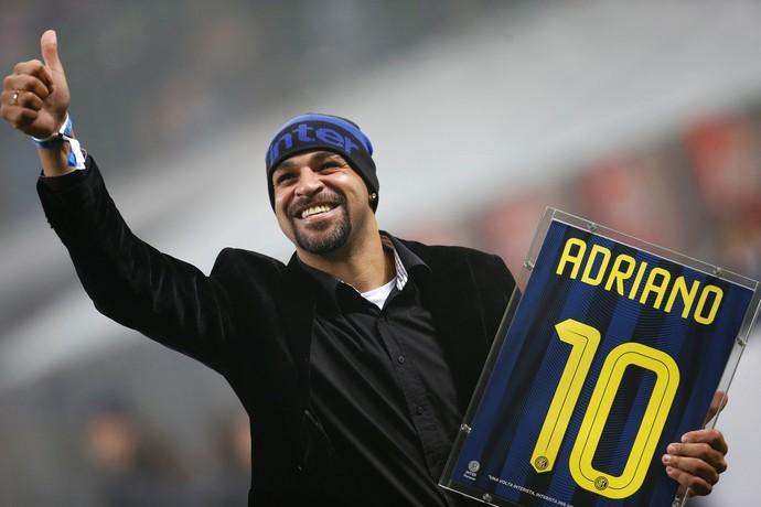 Adriano homenagem Inter de Milão (Foto: Reuters)