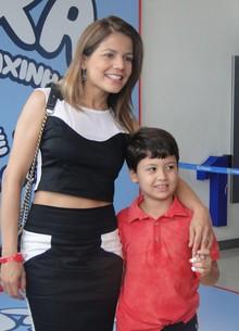 Nívea Stelmann e o filho Miguel, de 8 anos (Foto: TV Xuxa/TV Globo)